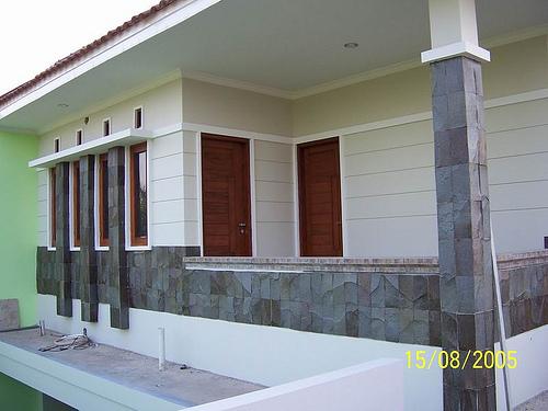Balkon di Lantai Atas Belakang Rumah