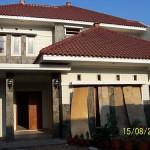 Tampak Depan Rumah dan Fasad Lantai Atas