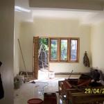 Pekerjaan Finishing di Ruang Tidur Utama dengan View Taman Samping