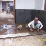 Pekerjaan Pemasangan Keramik di Teras Samping. Renovasi Rumah Kuno Jaman Londo di Kertijayan Pekalongan