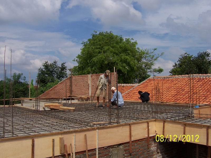 Pekerjaan Pembesian Plat Beton Lantai Atas